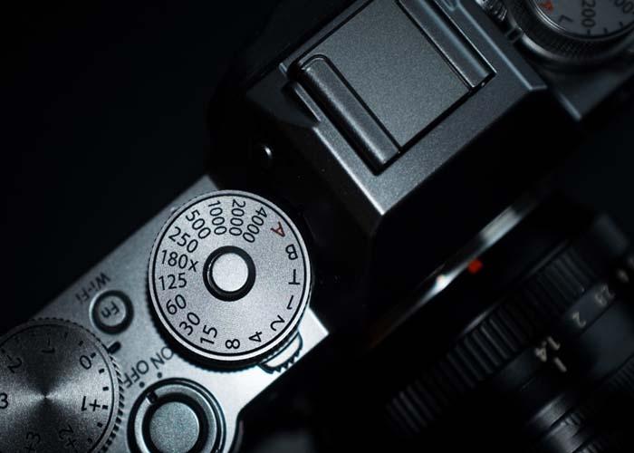 trên đỉnh thân máy ảnh fuji film xt1