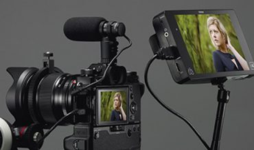 máy-ảnh-X-T2-cùng-màn-hình-HDMI-và-Microphone